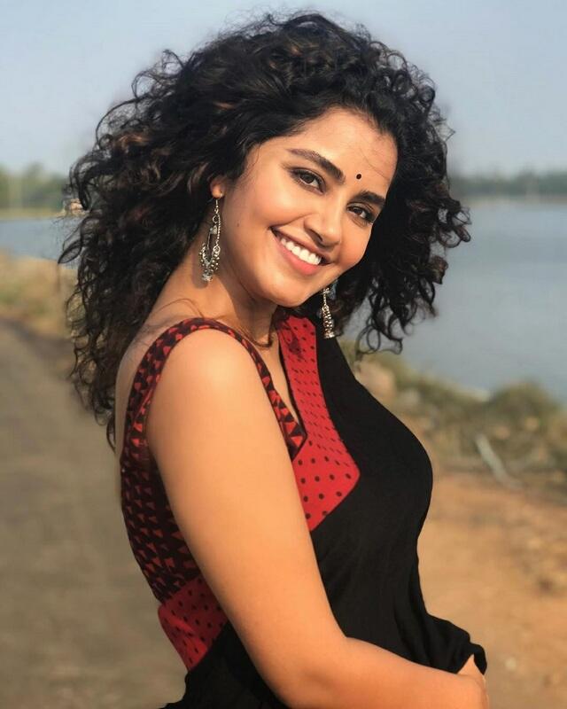 Actress anupama parameswaran Saree Stills