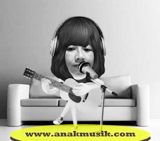 Cara Bernyanyi Sambil Bermain Gitar Dengan Baik dan Rapi