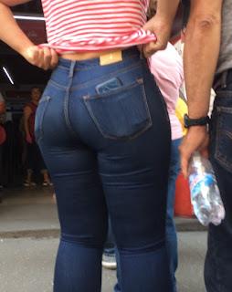 Mexicana buenas caderas cola redonda jeans apretados