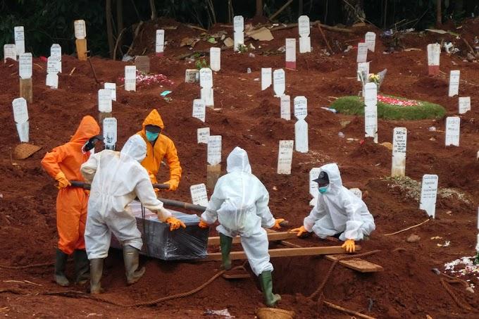 Polícia da Indonésia prende 33 suspeitos de invadir hospitais para roubar corpos de vítimas da Covid-19