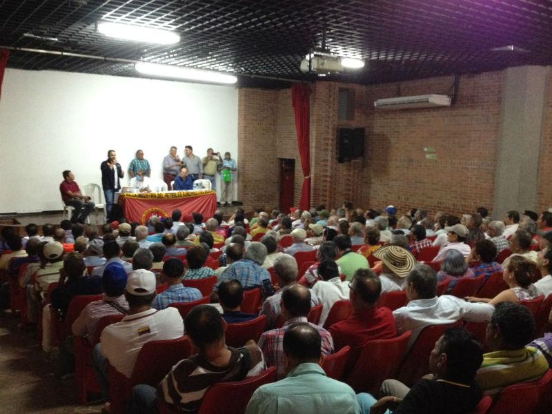 Multitudinaria asamblea de pensionados y beneficiarios del servicio de salud de Ecopetrol.