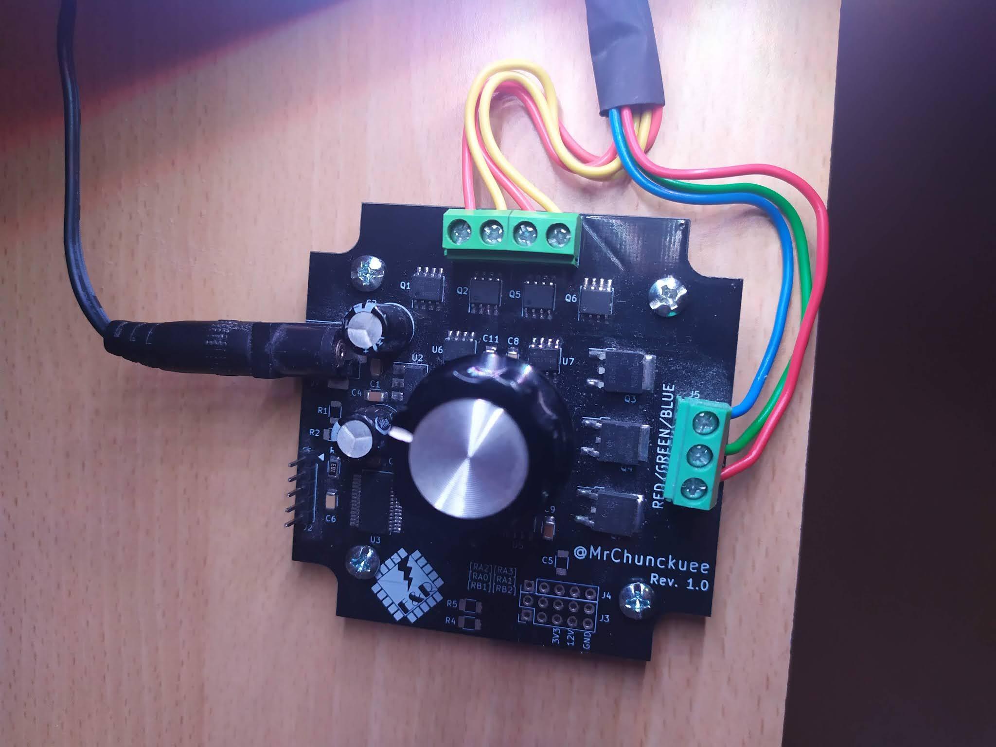 Iluminación de escritorio: Actualización del firmware a v1.0.1 y fijación de controladora.