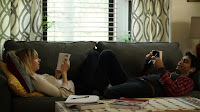 Zoe Kazan and Kumail Nanjiani in The Big Sick (4)