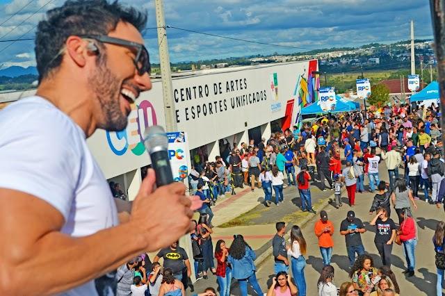 Festa de lançamento de Novela atrai milhares de pessoas em Colombo