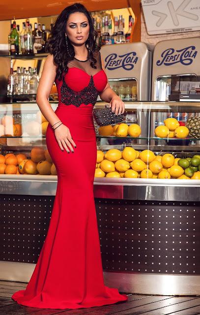 rochie lunga rosie pentru evenimente speciale