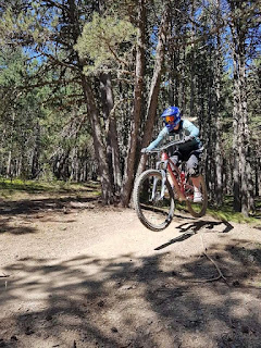 womanjumping on mountain bike in dusty trail in the sun sports injury