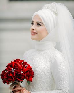 صور عرايس محجبات - بوكيه ورد احمر