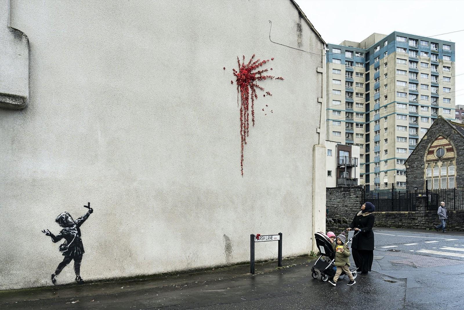 Banksys neues Werk in Bristol schießt Rosen in der Marsh Lane, Bristol