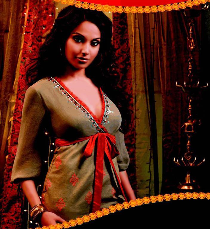 Hotpics4Male Bipasha Basu Hot Sexy Free Picture-5713