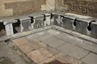 Letrinas públicas del foro romano (s. I d.C)