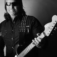Ο κιθαρίστας Hank Sherman