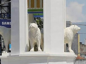 Bandung berniat membuat patung maung tapi malah mirip beruang - Responsive Blogger Template