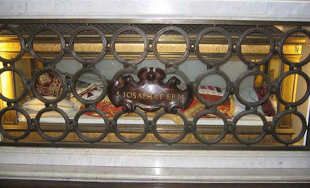Túmulo de São Josafá na basílica de São Pedro, Cidade do Vaticano.