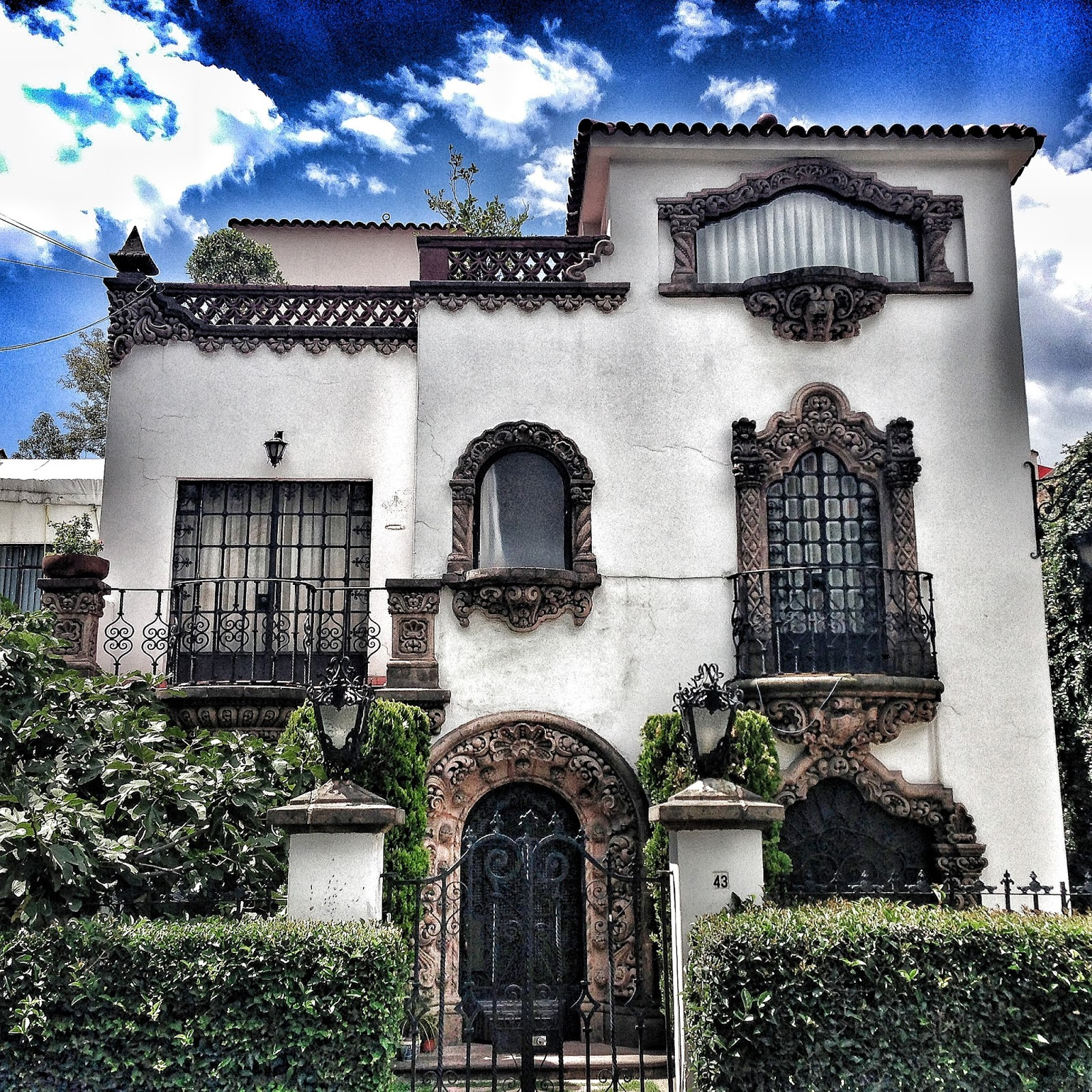 eye for design  decorate spanish colonial  u0026quot old hollywood u0026quot  style with whitewashed walls