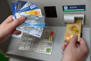 Операции по картам, выпущенным банками России, в 2017 году выросли более чем на треть