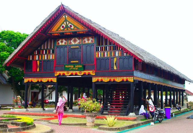 Gambar Rumah adat suku aceh