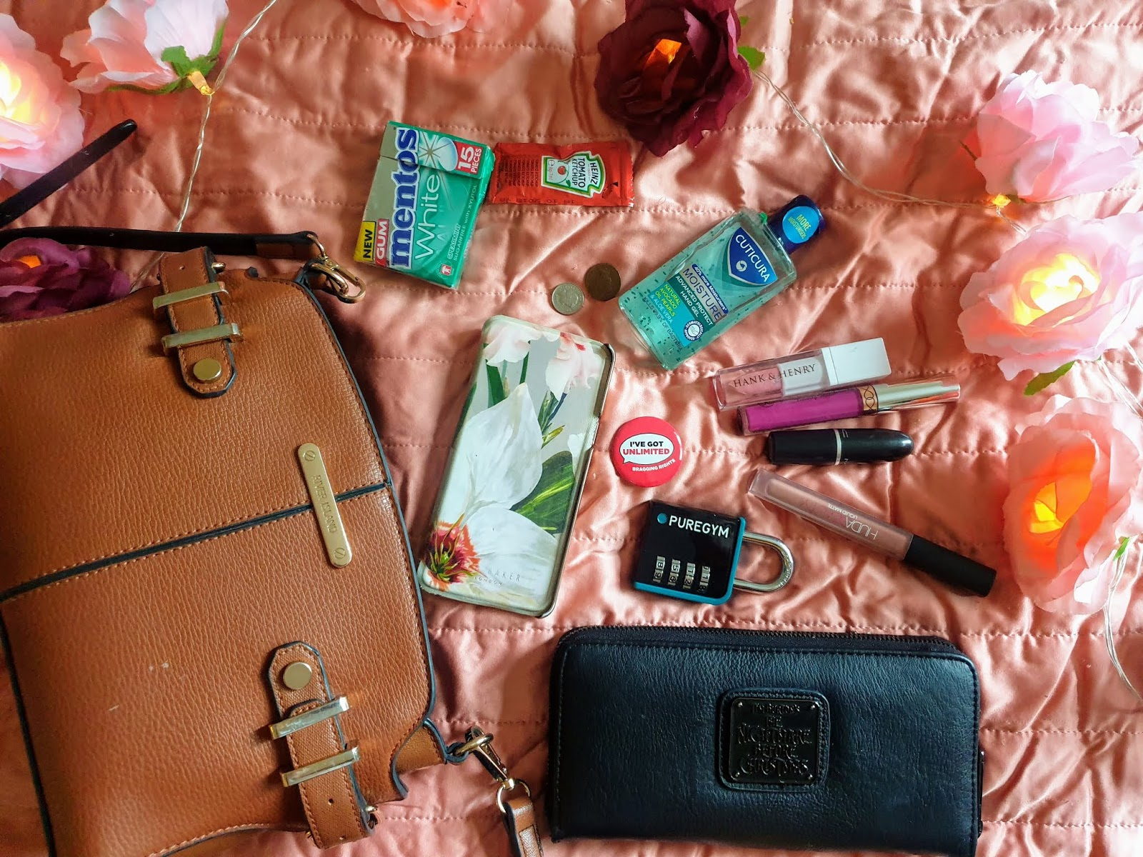 What's in my Handbag | River Island Edition