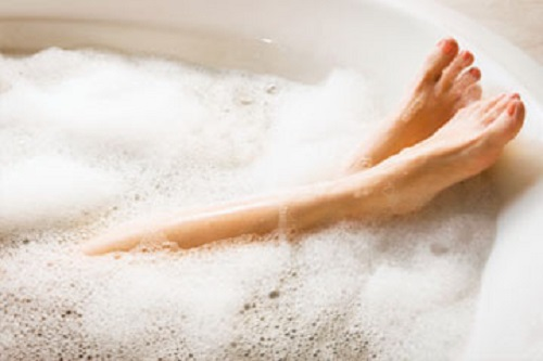 Thoughtskoto - What uses more water bath or shower ...