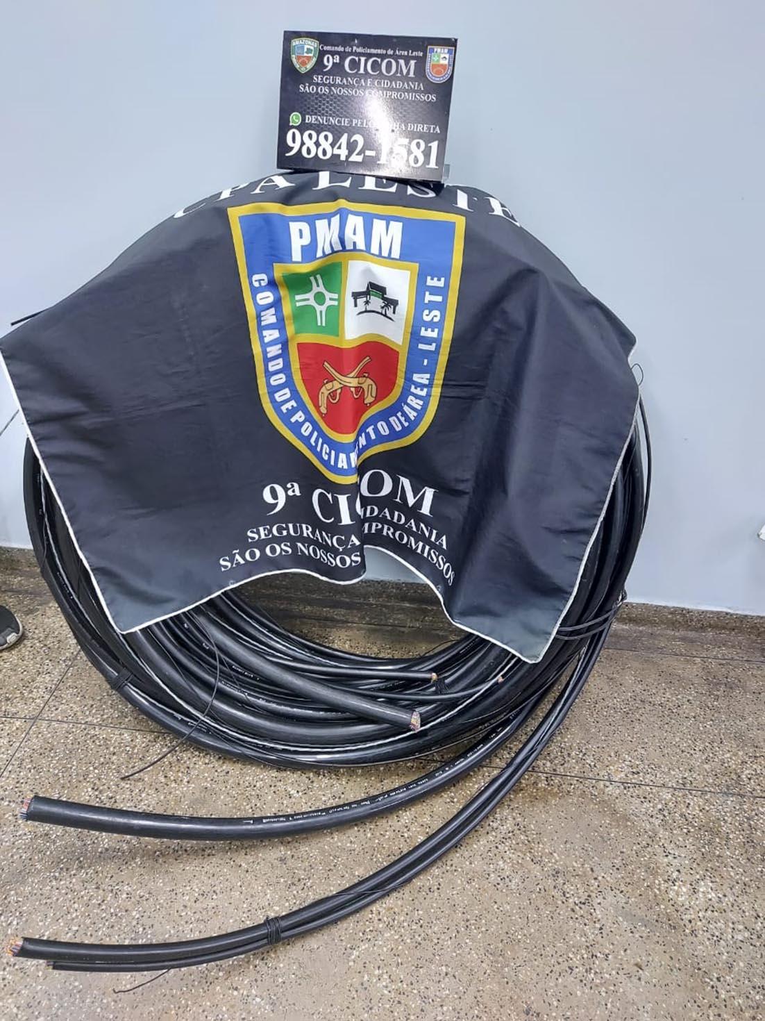 Policiais militares da 9ª Cicom detêm homem roubando cabos de internet na zona leste
