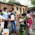 आदिवासी पाड्यातील कामगारांना आणि रेल्वे स्थानकात बूट पॉलिश करणाऱ्यांना रेशन वाटप