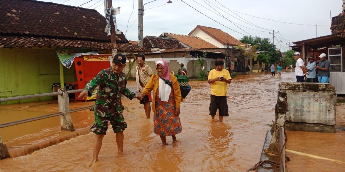 Akibat Banjir, Pemukiman Warga dan Lahan Padi Terendam Air