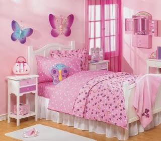 Dormitorio con mariposas