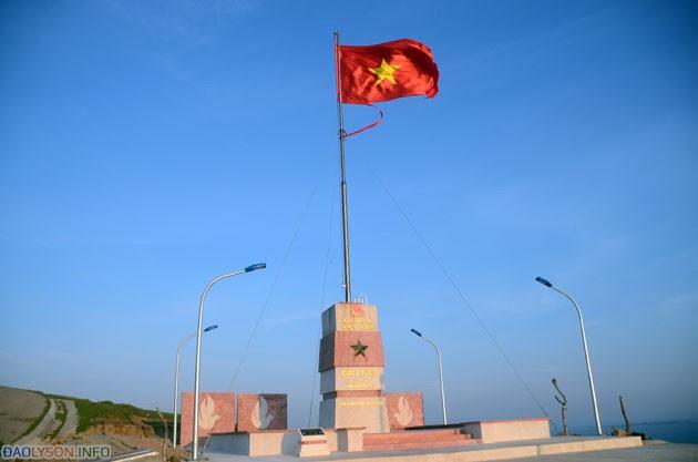 Cột cờ chủ quyền Đảo Lý Sơn - Hình 1