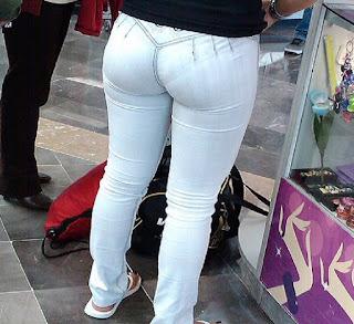 Linda morena nalgona pantalon liso