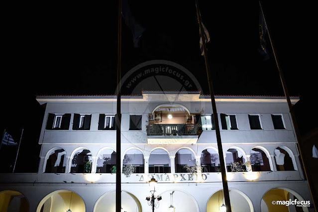 Στα λευκά φωτίστηκε το Δημαρχείο Πρέβεζας, το βράδυ της Παρασκευής, ενόψει της Παγκόσμιας Ημέρας για τα Δικαιώματα του Παιδιού.