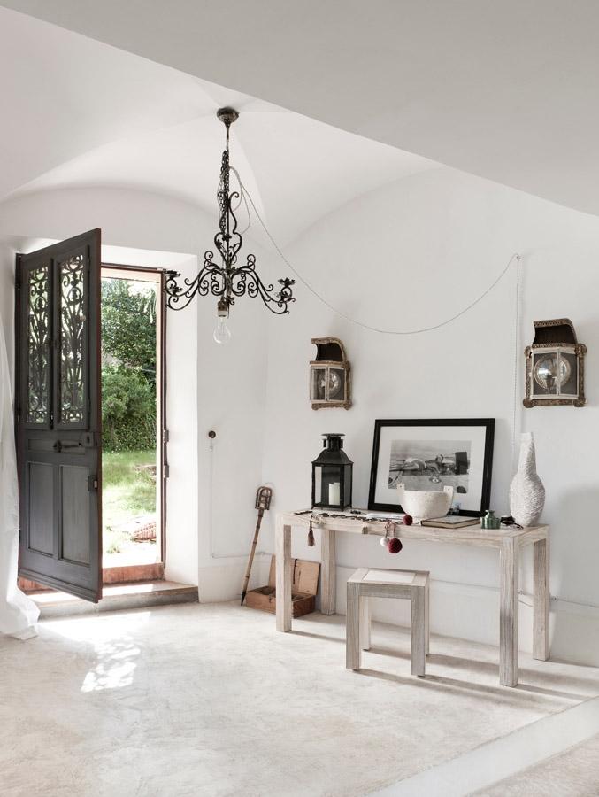 decordemon Jacqueline Morabitos whitewashed house in Provence