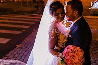 casamento com cerimônia na igreja nossa senhora das dores em porto alegre e recepção na casa vetro com decoração luxuosa sofisticada exuberante em tons de rosa com parede de flores e identidade visual inspirada na parede organização projeto e cerimonial de fernanda dutra wedding planner destination wedding brasil e portugal