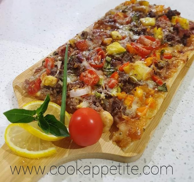 BBQ Bacon Hawaiian Pizza - BBQ Pineapple Pizza