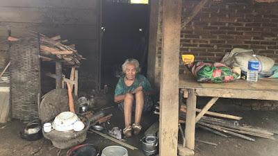 Nenek Yin, Janda Tua Yang Hidup Sebatang Kara Butuh Uluran Tangan