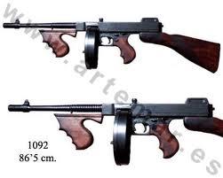 Por eso el subfusil ametralladora se llama Thompson en lugar de Taglia o  Taliaferro. 5da9873ea5d