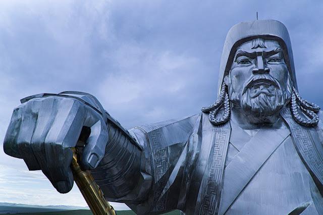 Moğolistan'da Görkemli Bir Cengiz Han Heykeli