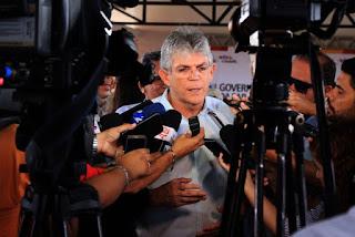 Justiça nega pedido de Ricardo Coutinho para sair da Paraíba e trabalhar em Brasília
