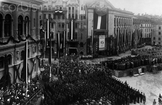 """15 мая 1937 года. Рига. Площадь 15 Мая. Празднуется """"День обновления государства"""" - очередная годовщина переворота 1934 года"""