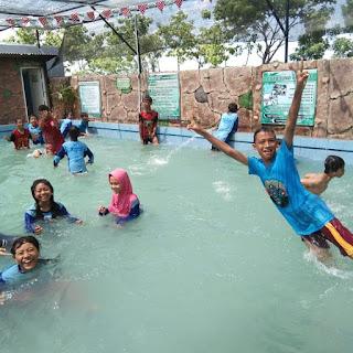 Berikut 5 Manfaat Berenang Bagi Anak