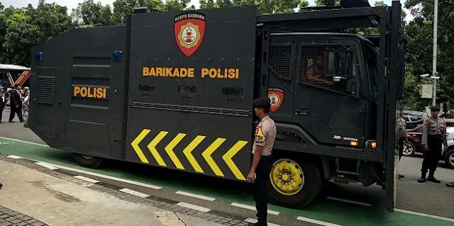 Antisipasi Bentrokan, Polisi Siapkan Water Cannon Depan Balaikota