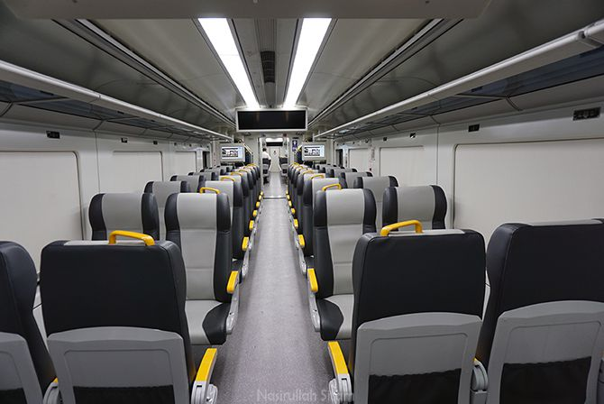 Susunan kursi di dalam kereta api bandara