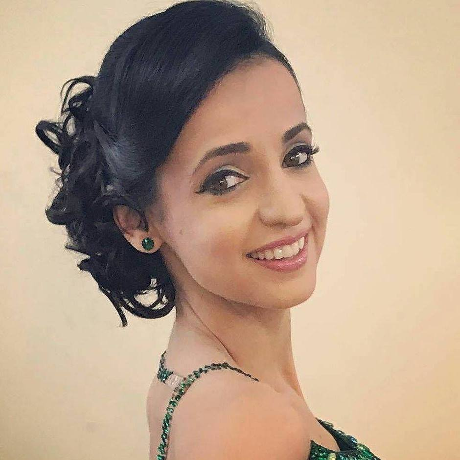 sanaya irani beautiful hd wallpaper and photos download - wallpaper