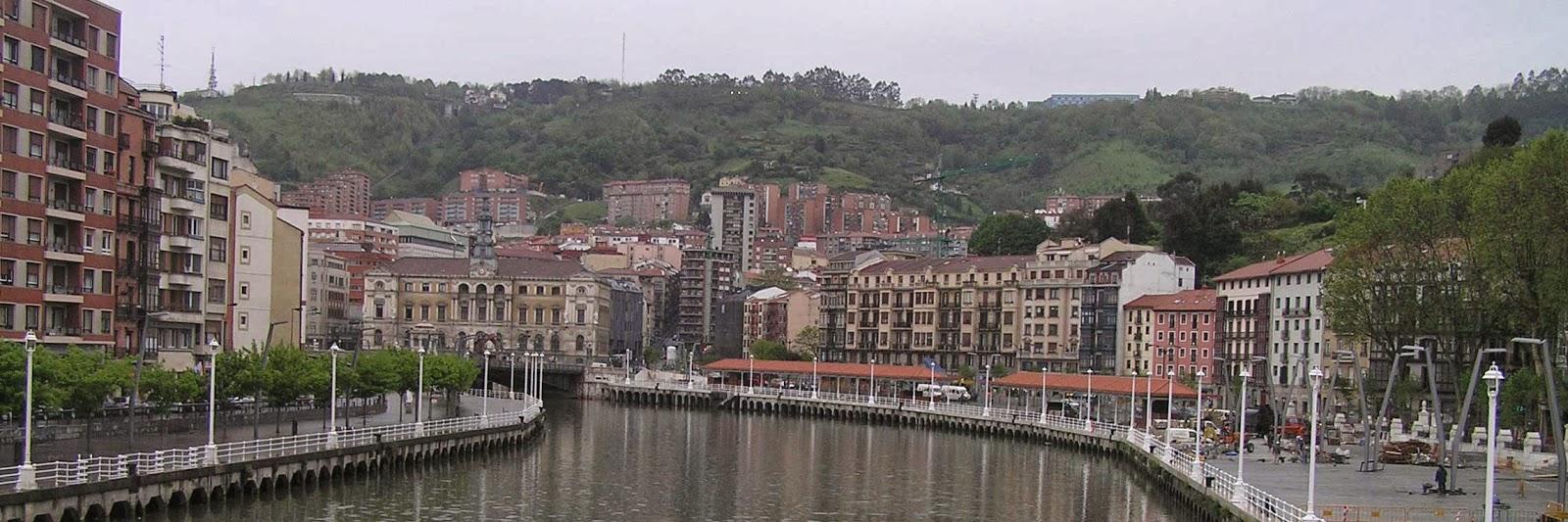 Ría de Bilbao y Ayuntamiento.