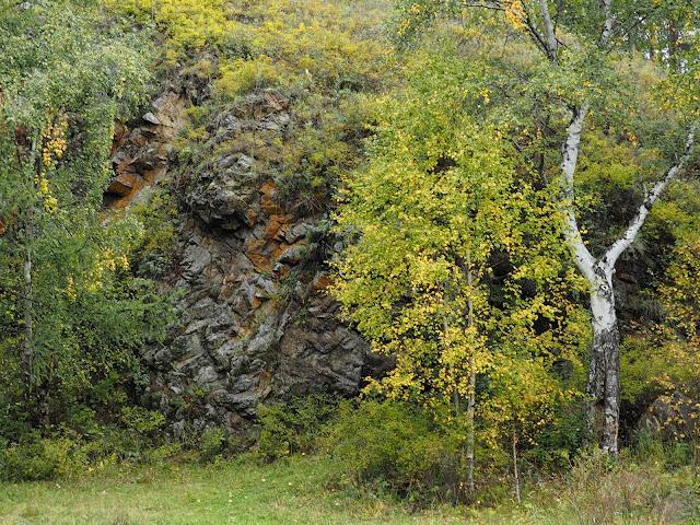 Скала возле озера Байкал