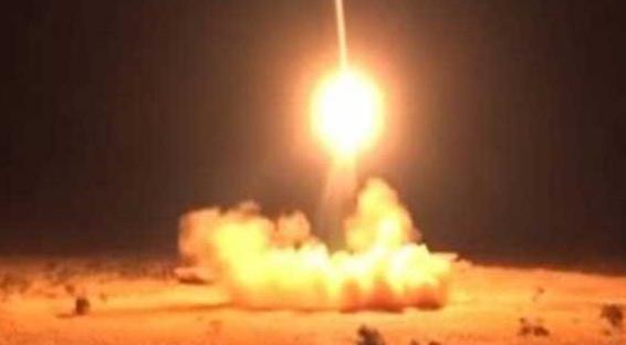 عاجل : إستهداف قاعدة الملك سلمان الجوية بالعاصمة السعودية الرياض بصاروخ باليستي