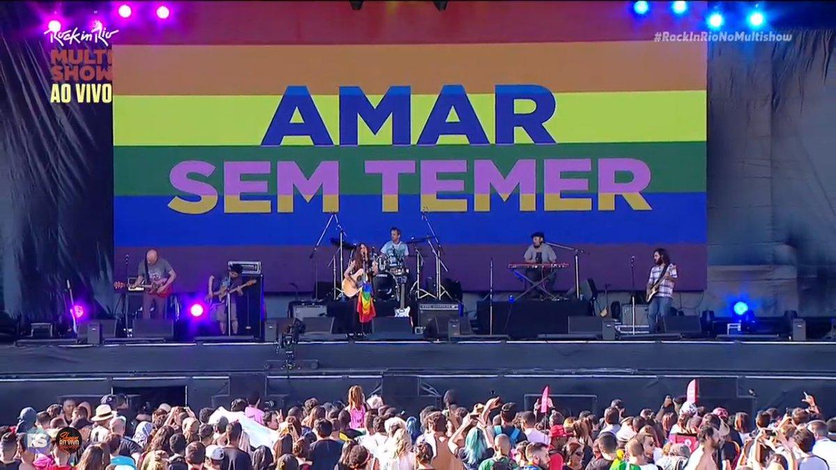 Ana Cañas protesta contra a homofobia durante show no Rock in Rio