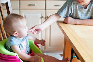 Proses Awal Mengenalkan Makanan Padat Pada Bayi 6 Bulan