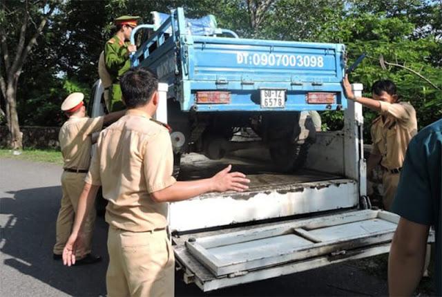 Xe ba gác bị bắt giữ vì vi phạm luật giao thông