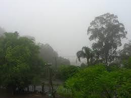 A foto mostra a chuva torrencial sobre o RS.