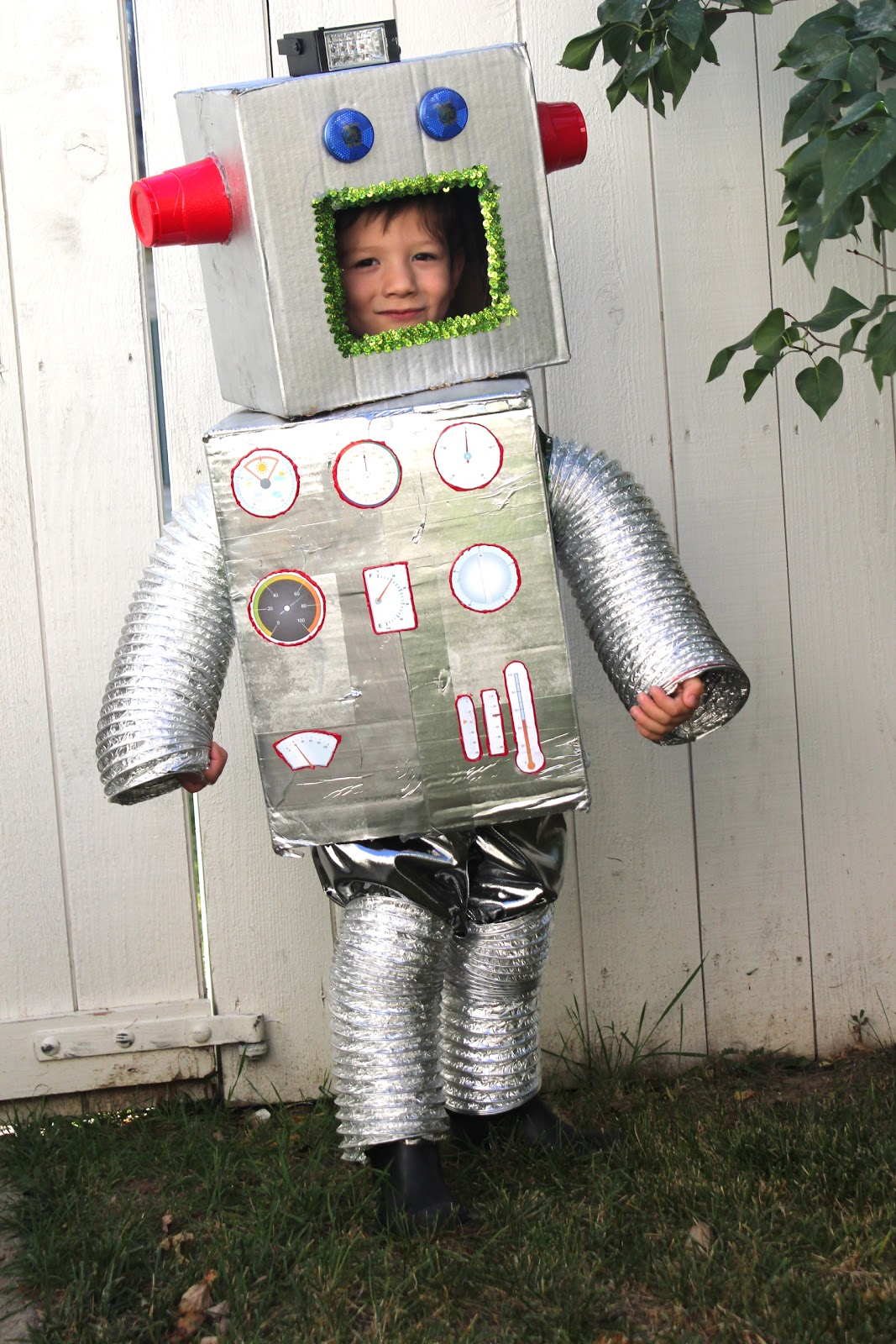 robot costume_cardboard boxes