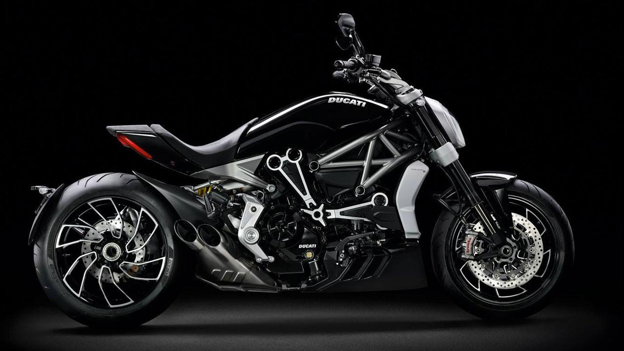 les plus belles motos du monde fonds d 39 cran hd. Black Bedroom Furniture Sets. Home Design Ideas
